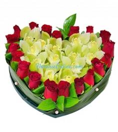 Inima trandafiri si orhidee